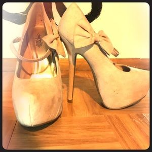 Nude Pumps w Bow